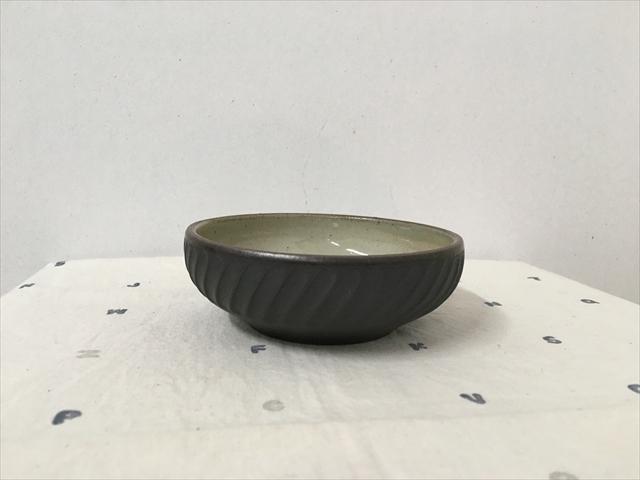 沖縄産 ツチノヒ やちむん 丸鉢4寸 しのぎ黒 浅鉢