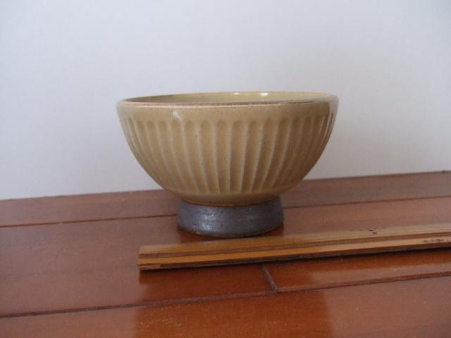 沖縄産 ツチノヒ やちむん 3.5寸マカイ しのぎ白 使いやすいご飯茶碗