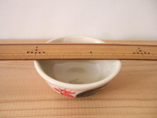 【タイ製】ニワトリ柄の鉢 ミニ 8cm径 赤花柄 ランパーン陶器
