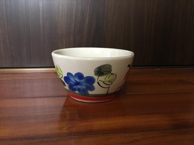 【タイ製】ニワトリと花柄のマカイ 底部の赤線 12cm径 フリーボール