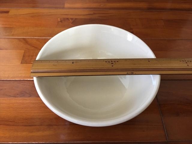 【タイ製】ニワトリと花柄のマカイ 底部に刻印 16cm径