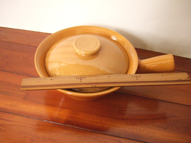 【タイ製】陶器の片手鍋 内径15cm オークル色 土鍋