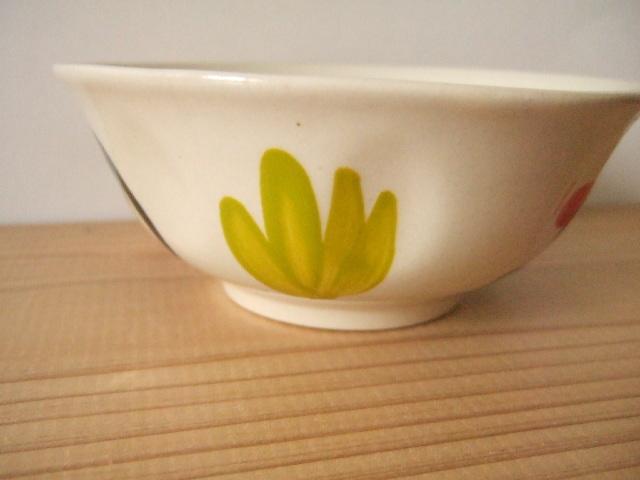 【タイ製】13cmマカイ お茶碗 鳥さん柄 緑葉っぱ柄 持ち易いくぼみ付き ランパーン陶器