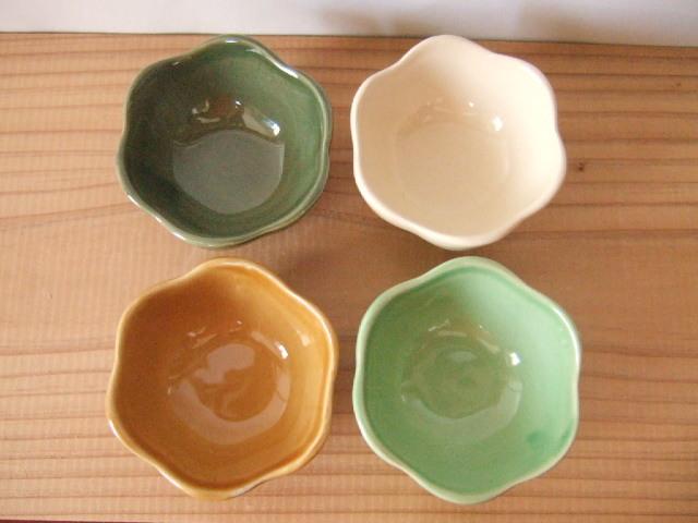 【タイ製】花形の小鉢 小 7cm 白 薄緑 茶 深緑 各種(各400円)