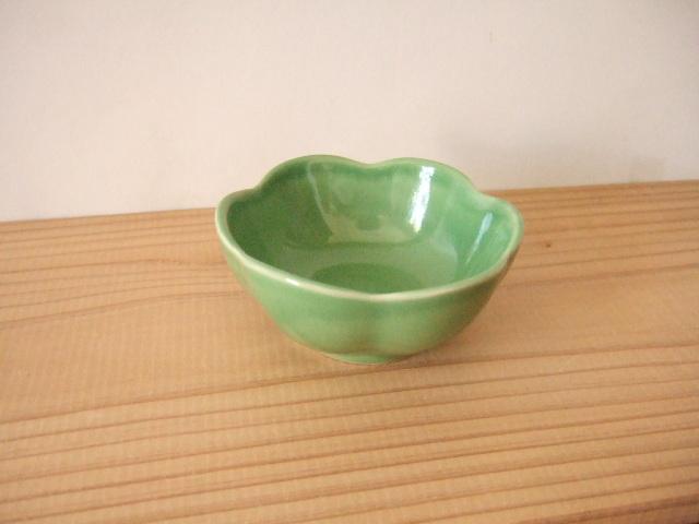 【タイ製】花形の小鉢 大 9cm 白 深緑 オークル 薄緑 青 各種(各500円)