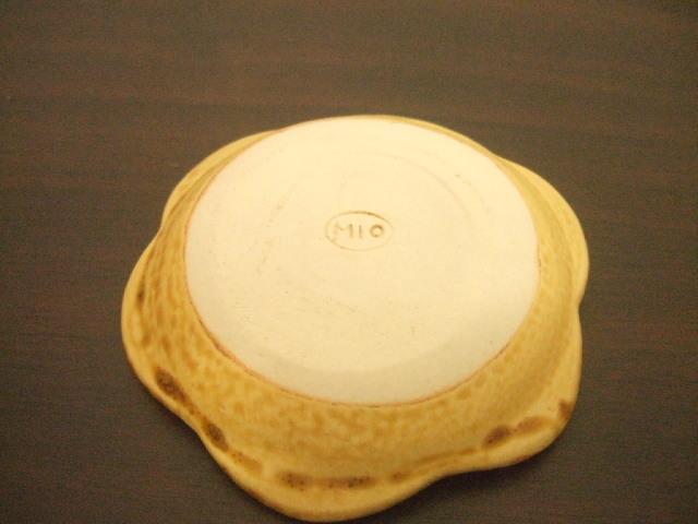 沖縄産 工房sen やちむん 花小皿 3寸(9.5cm) 飴 白 各種 100g