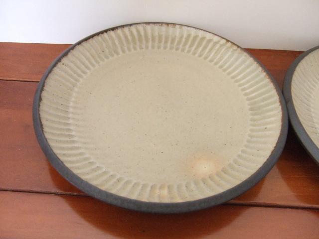 沖縄産 ツチノヒ やちむん 6寸皿 しのぎ白