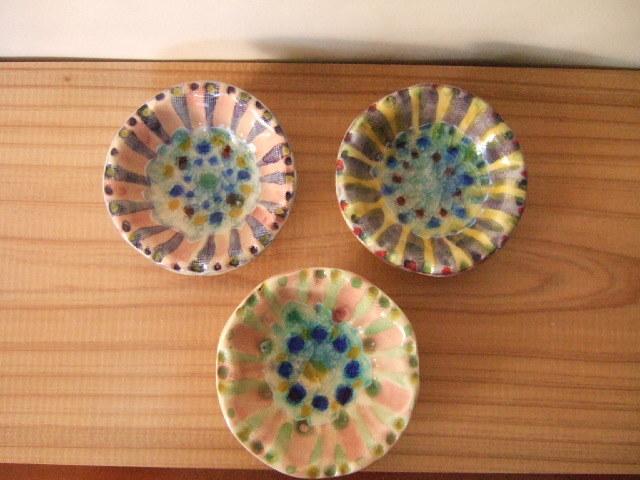 沖縄産 工房sen やちむん 豆皿 サンゴちゃん 7.5cm ガラスを埋め込んだ模様が綺麗