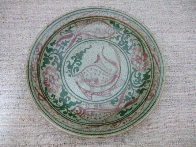 サンカローク焼きのお皿 赤の絵付け タイでも珍しい陶器