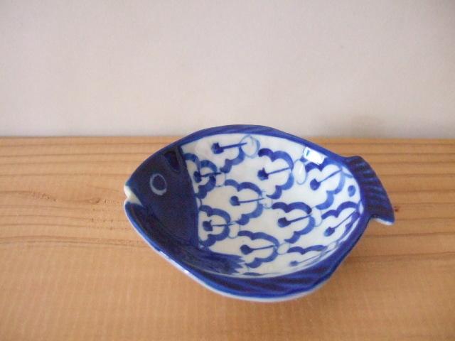 【タイ製】陶器の豆皿 魚さん柄 ラーイサパロット 9cm