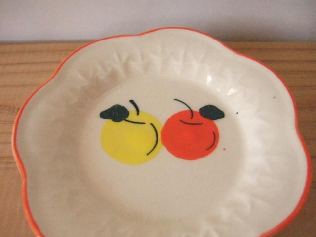 【タイ製】豆皿 花形でリンゴ柄 周りはオレンジ 10cm 使いやすいお皿