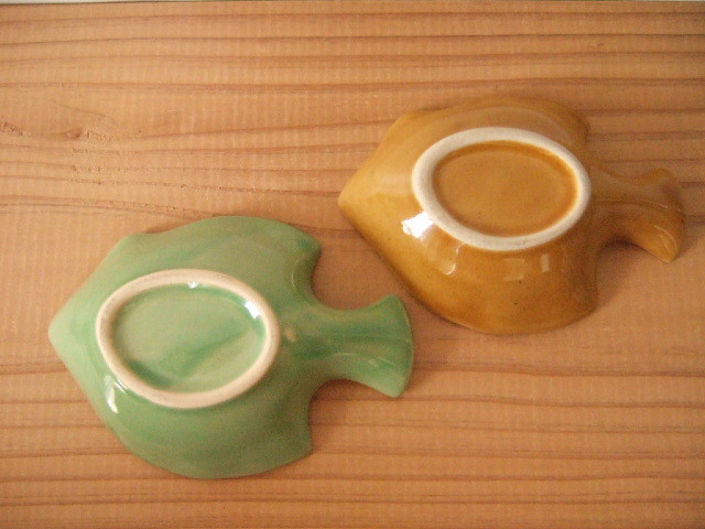 【タイ製】豆皿 お魚の形 小 青 白 茶 薄緑 深緑 各種(各400円)
