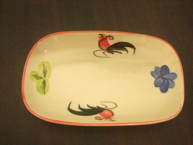 【タイ製】鳥さん柄の四角皿 18cm幅 縁取りは赤 花柄も