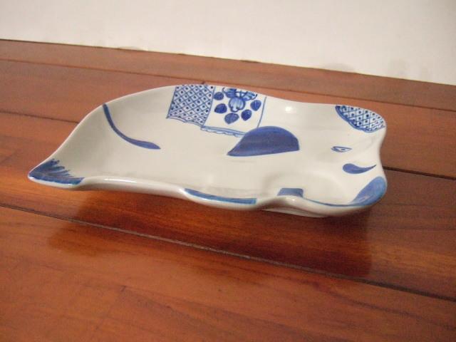 【タイ製】象さんの形 大き目のお皿 幅は18cmくらい 可愛らしい