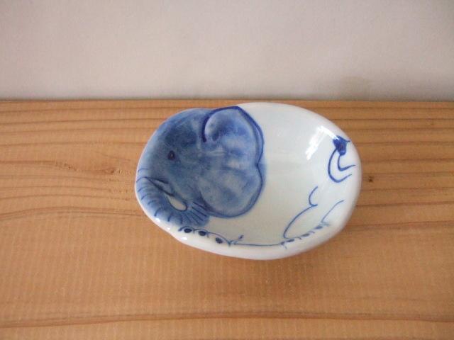 【タイ製】陶器の豆皿 象さん 9cm 象の青柄 ほっこり陶器