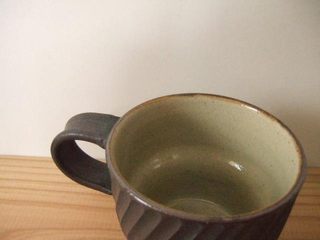 沖縄産 ツチノヒ やちむん マグカップ しのぎ黒