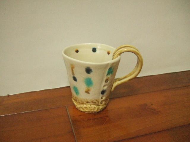 沖縄産 工房sen やちむん 取っ手が面白いマグカップ ブルーなどでサンゴ風 高さ11cm 255g