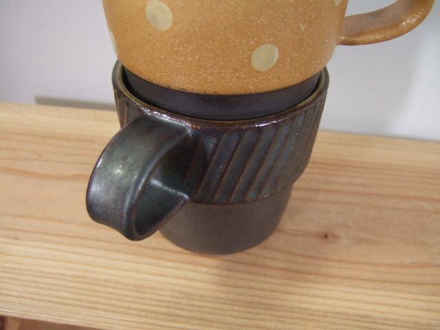 沖縄産 ツチノヒ やちむん マグカップ しのぎ黒 スタッキング可能で使いやすい