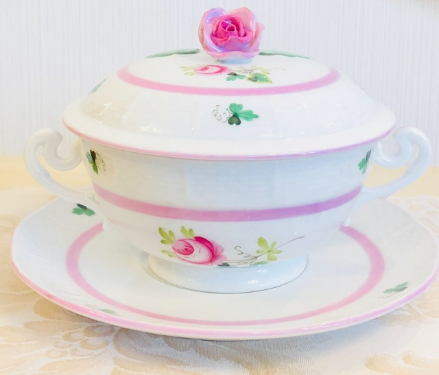 ☆お取り寄せ品☆納品までに3ヶ月前後☆Herend VRH-X4 ウィーンの薔薇ピンク 蓋付きスープカップ with ソーサー