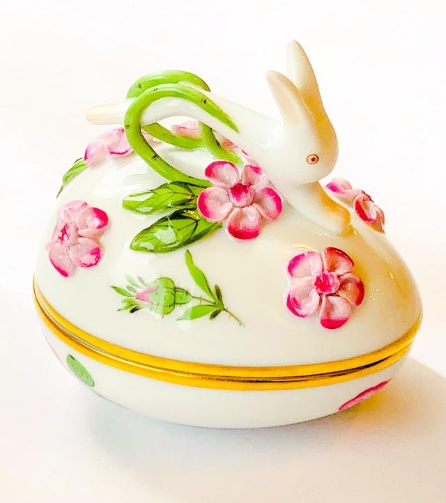 ☆母の日ギフト☆ Herend PR 6054 プティットローズピンク ウサギトップのエッグボンボニエール