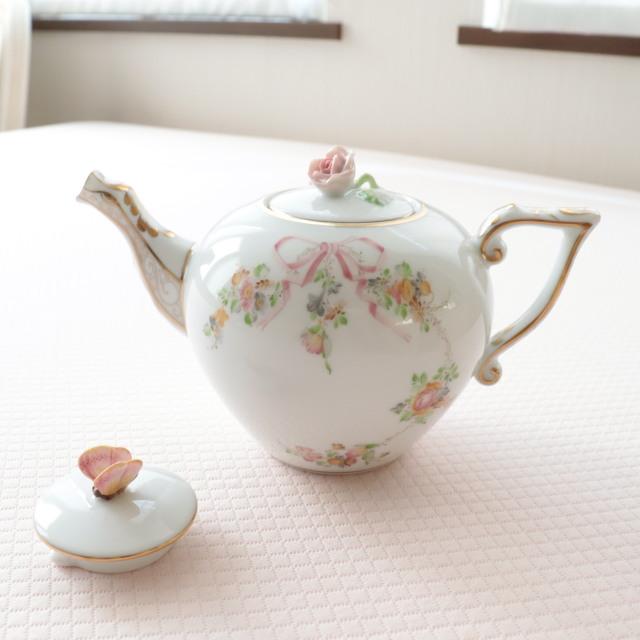 ☆再入荷☆バタフライの蓋もご一緒に☆ EDEN ヘレンド エデン桜ピンク TeaPot 800ml (*写真の大きい方のポットと替蓋のみ。小さなサイズは別売です。)