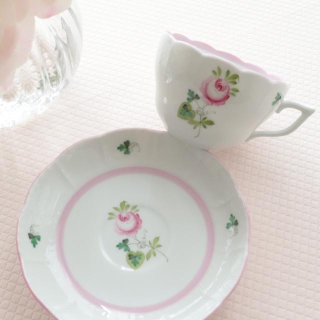 ☆再入荷☆フリルが可愛い☆ヘレンド VRH-X4 ウィーンの薔薇ピンク 兼用カップ&ソーサー (*カップ&ソーサーのみ。他の商品は別売です。)