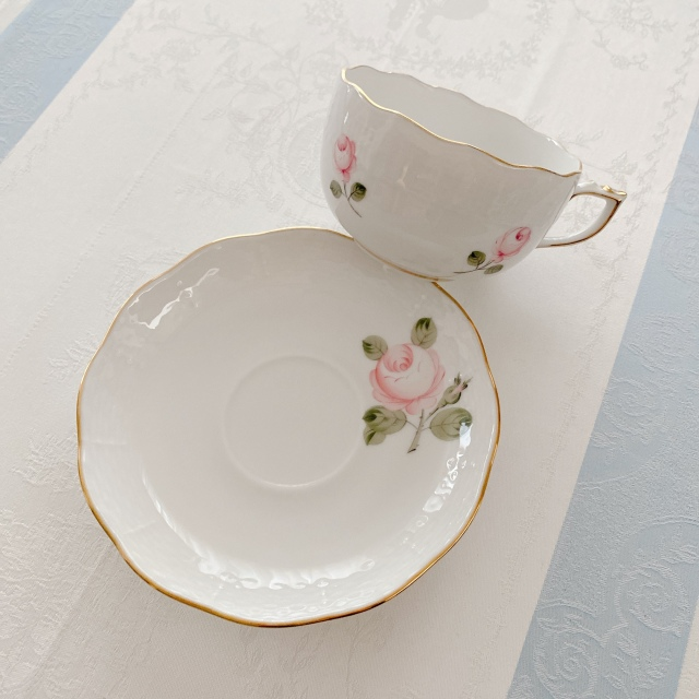 レア Herend ヘレンド ウィーンの薔薇 淡いローズのティーカップ&ソーサー (ゴールドリム)