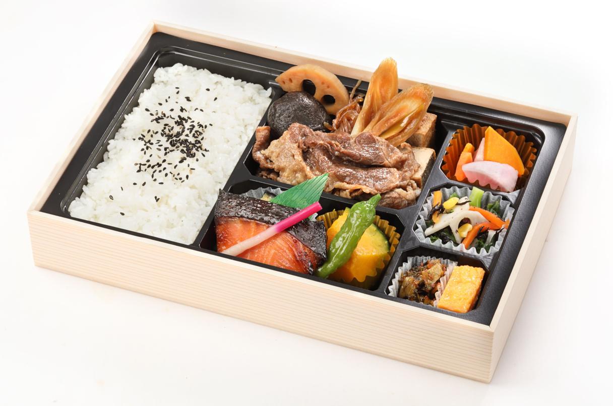 黒牛のすき焼きと鮭西京焼きの贅沢御膳