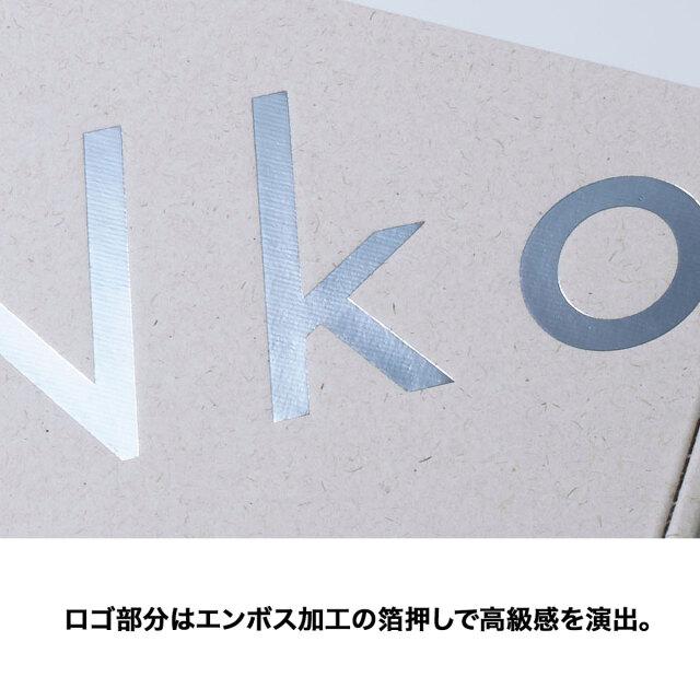 ロゴ部分はエンボス加工の箔押しで高級感を演出。
