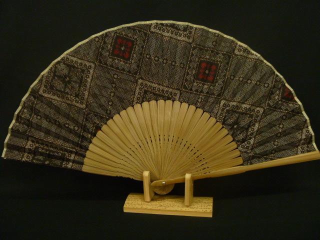 龍郷柄の扇子(赤・2玉)