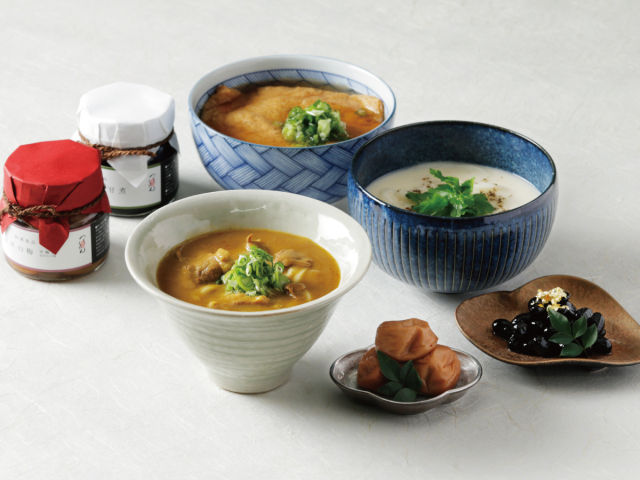 【N-1604】(高級桐箱)丹波黒豆、紀州梅、おうどん3種の詰め合わせ[8人前]
