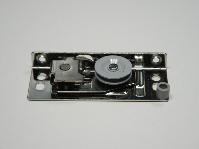 YKKビル用網戸戸車 4K15431 取付ねじ付き  【ネコポス可】