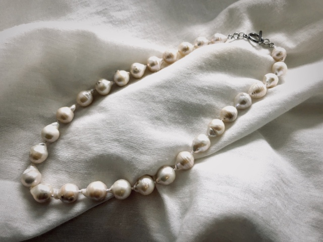 Accessory/Original 大粒淡水Baroque pearl necklace