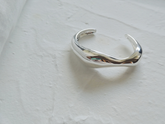 Accessory/ silver Deform bangle (Nothing And Others)