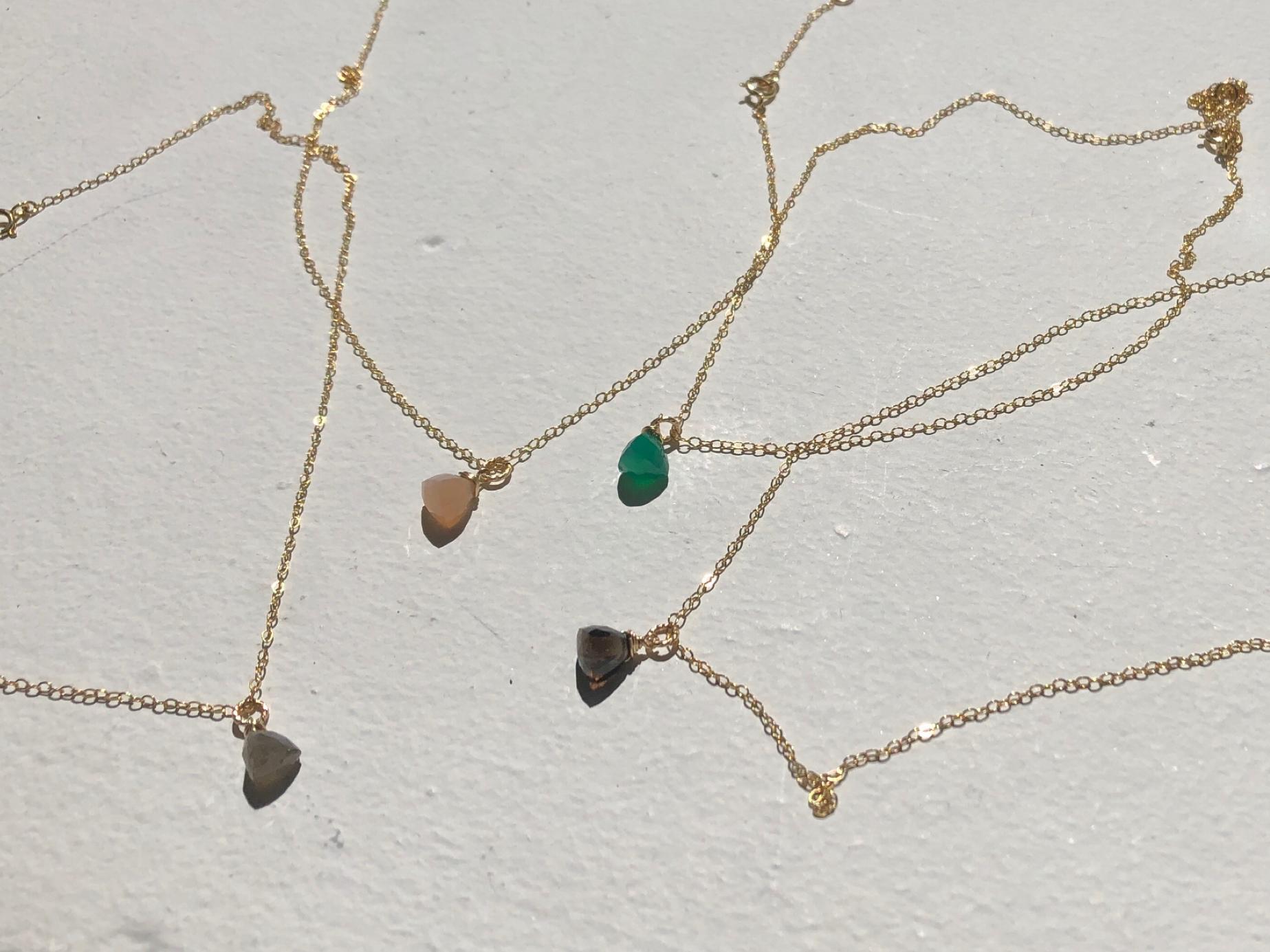 天然石triangle necklace【14kgf】
