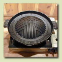 【とってもお買い得価格となっています。】鉄製本格ジンギスカン鍋26cm