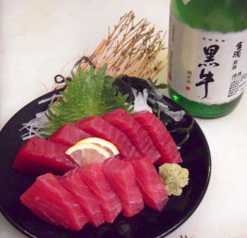 船上活〆天然紀州勝浦産生マグロとマグロによく合う和歌山地酒720mlギフトセット