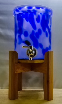 パ-ティーに、飲み放題プランに・・・使い方いろいろ 焼酎サーバー木台付(青)1000CC