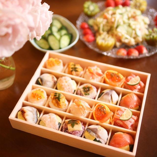 ◆冷凍◆はれやか贅沢手鞠わさび葉寿し(帆立)20個★紅ずわいがにや帆立、うに、赤海老など贅沢な食材をふんだんに使用したうめもりの逸品