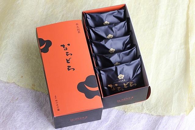 ならどら5個セット<小豆>生地に、奈良の特産品「吉野葛」を使用。もちもちとした食感が自慢のどら焼き。