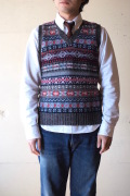 Jamieson's (ジャミーソンズ) Fair Isle V Neck Knit Vest Charcoal-1