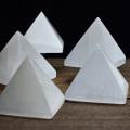 セレナイト モロッコ産 透石膏 ピラミッド ライト ミニサイズ 原石 置物 パワーストーン