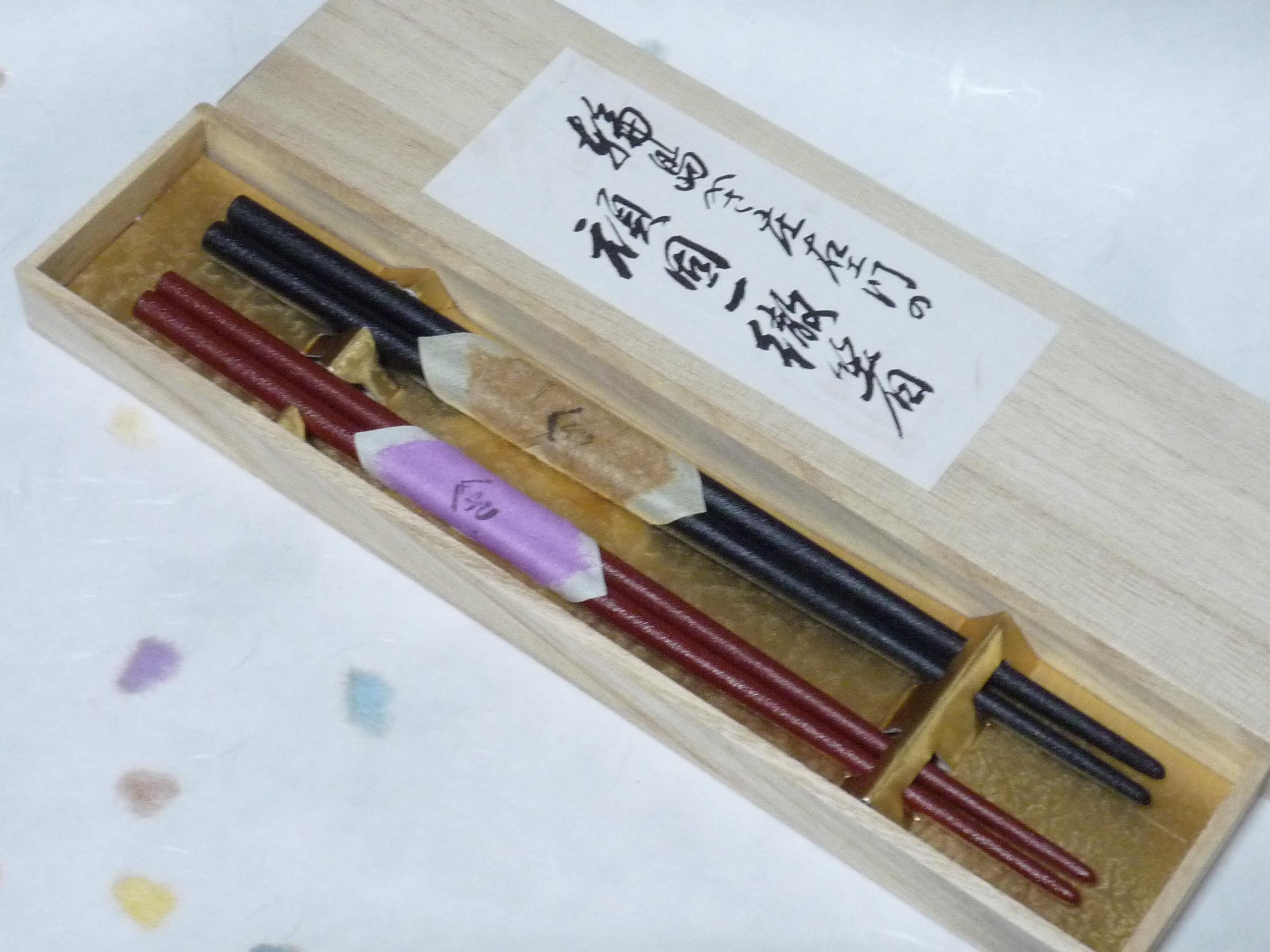 輪島漆塗小判型 使いやすい太め 「すべらん箸」 黒&赤 夫婦箸 桐箱入り