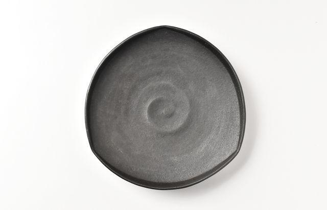 鈴木重孝 黒磁三角5.5寸皿
