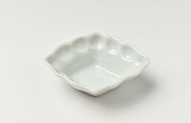 藤塚光男 菱型白磁輪花小付