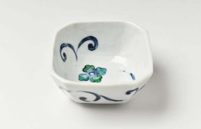 ほたる窯 色絵唐草角小鉢