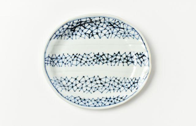 須谷窯 染付氷裂文楕円皿