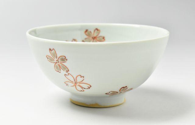須谷窯 色絵桜文碗(中)