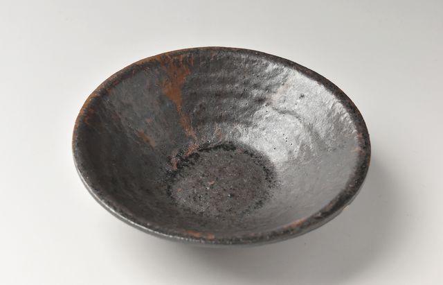 吉田学 鉄釉リム6寸平鉢