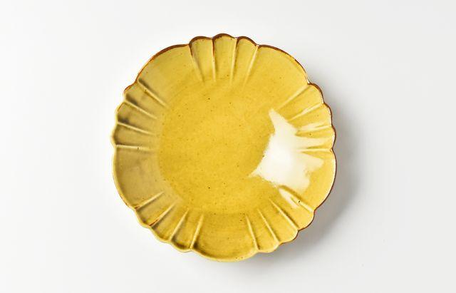 阿部春弥 黄磁花形4.5寸皿